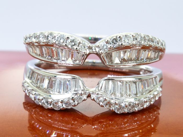 14 kt. Gold - 1.00 carats - Diamond double row ring.