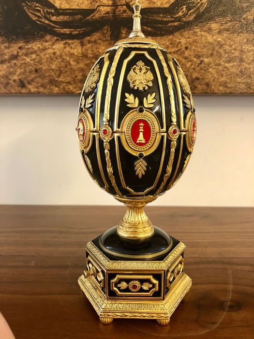 House of Fabergé - The Imperial Egg Chess set - Chess set (1) - Authentic rubies and gems - 916/1000 gold and 925/1000 silver plated enamel