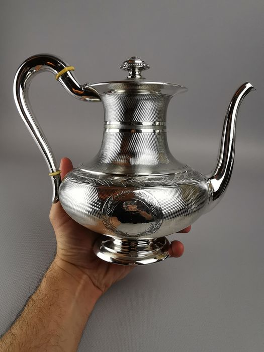 Guilloche teapot - .950 silver - Orfèvre Odiot Paris - France - Late 19th century