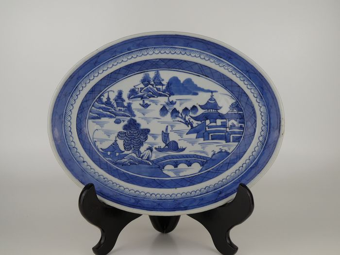 Grote schotel - Blauw en wit - Porselein - Fine decorated oval large plate - China - Jiaqing (1796-1820)