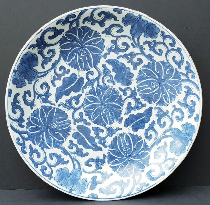 Charger (1) - Porcelain - Flowers - Very large Kangxi charger in very good condition Ø39.5 CM - China - Kangxi (1662-1722)