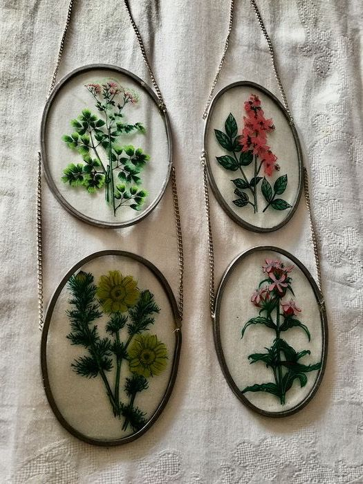 Four beautiful stained glass flowers in stained glass (4) - Glass (stained glass)