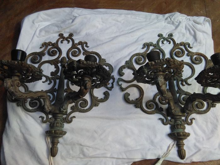 Pair of bronze two-light wall lamps - Neoclassical - Bronze
