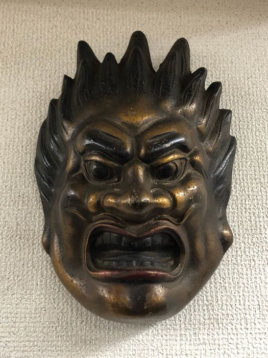Buddhist Yasha 夜叉 mask of Basara 伐折羅 - Cast iron - One of the Twelve Heavenly Generals - With artist's seal - Japan - ca 1940-50s (Early Showa period)