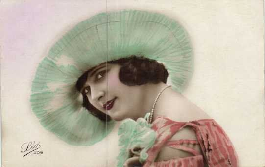 Women - Postcards (Collection of 162) - 1909