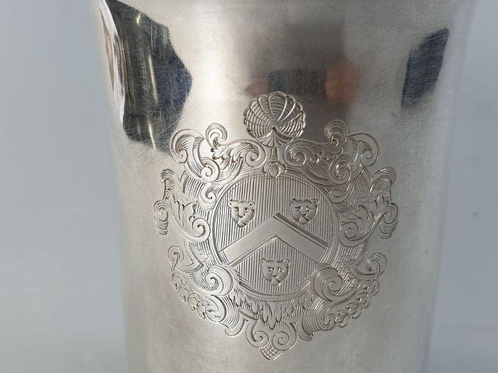 Cup - .958 silver - England - First half 18th century