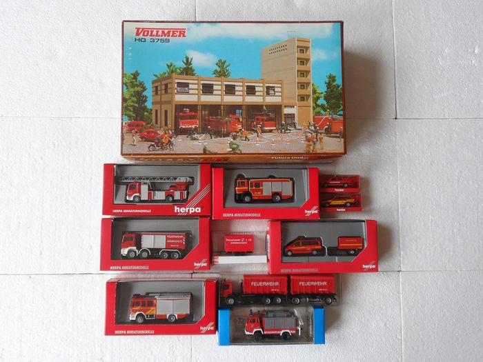 Busch, Herpa, Roco, Vollmer H0 - Scenery - Fire station with 10 fire engines