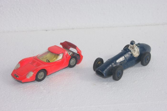 "Dinky Toys - 1:48 - First Issues Ferrari Racing Car no.23H - 1953 - New Second Series First Issue ""Alfa Romeo"" O.S.I. Scarabeo no.217 - 1967"