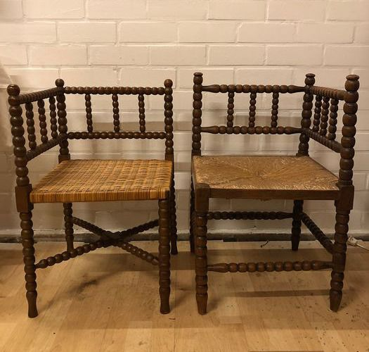Two corner seats with rush seats and twisted nodules - Walnut wood, Reed
