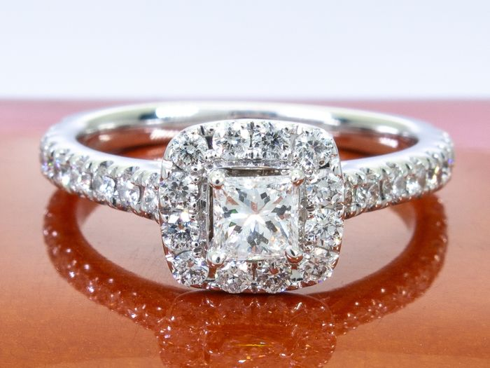 Neil Lane - 14 kt. Gold - 0.75ct - Diamond ring with 0.28ct center.