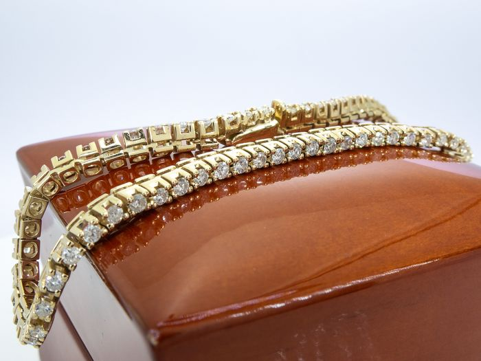 14 kt. Gold - 1.89 Ct - diamond bracelet Italy - 63 stones - No Reserve!