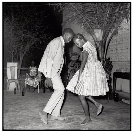 Malick Sidibé (1936-2016)  - Nuit de Noël (Happy Club), 1963