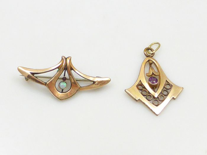 Gold, Gold-plated - Brooch Opal - Amethyst