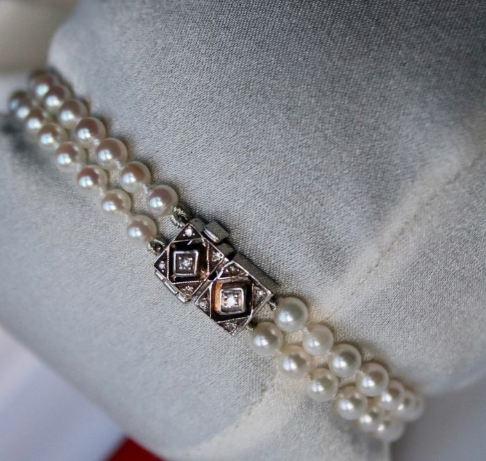 Platinum - Antique Bracelet ca. 1930 Art Deco natural sea/salty selected Japanese Akoya pearlsexcellent luster - Old cut diamonds - Germany - excellent state