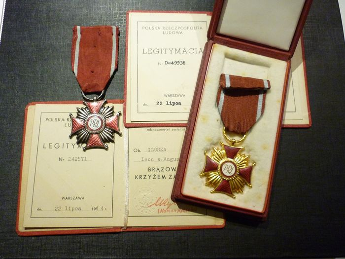 Poland - Set of 2 Polish Military Medals + Elite Documents (EXT1) - Medal