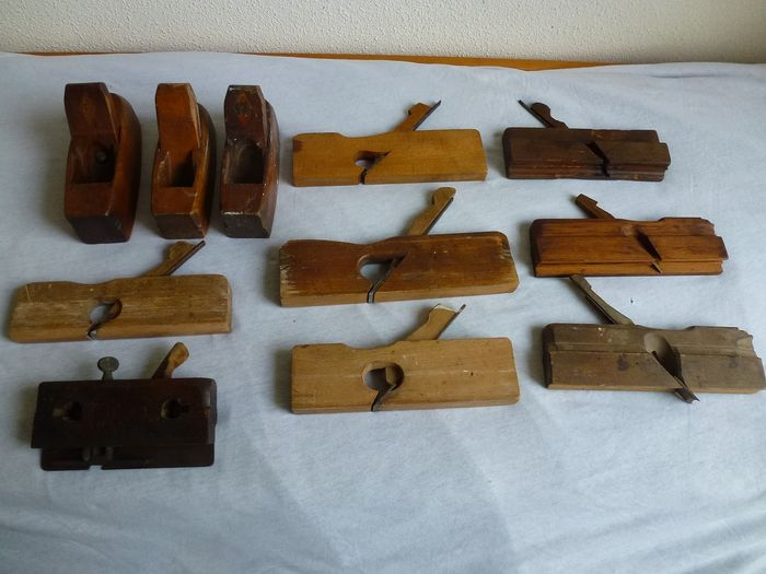 Antique / old woodworkers wood planers - Various sizes and shapes. (11) - Wood, Iron (cast / forged)