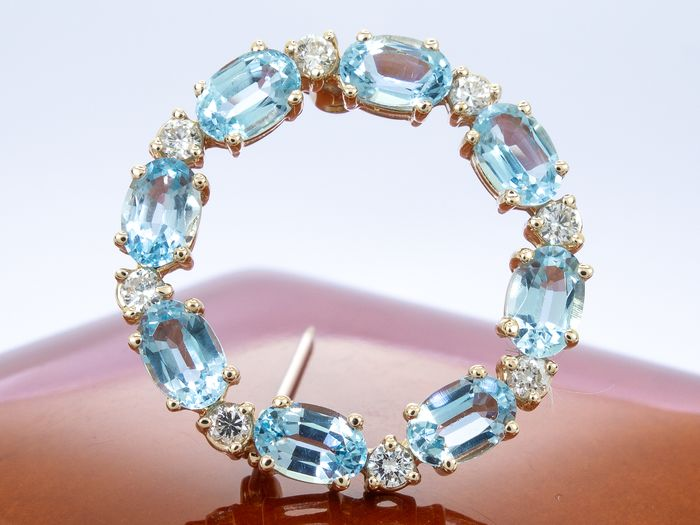 14 kt. Gold - 3.92Ct - Diamond brooche with oval aquamarines.