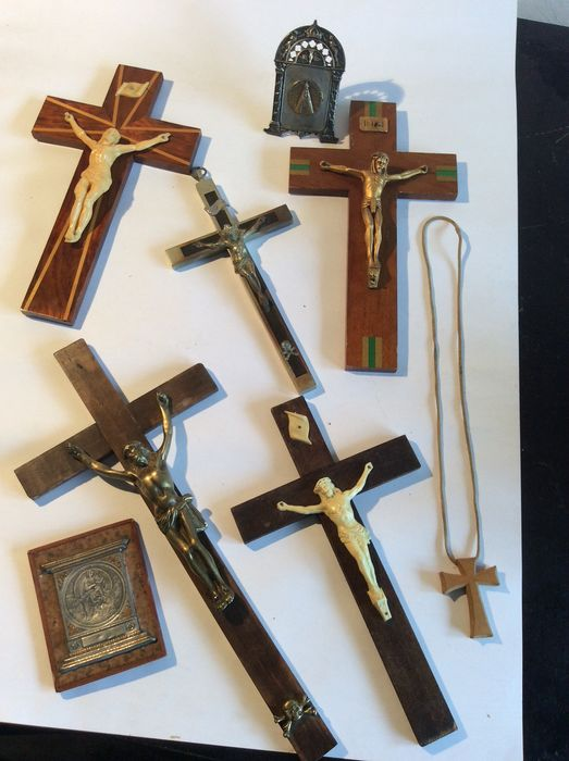 objects of various devotions (8) - Other, mahogany and wood, bronze, Bakelite, silver pewter, brass