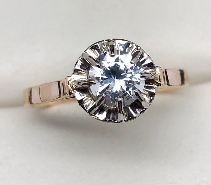 18 kt. Gold - Ring White Sapphire Verneuil