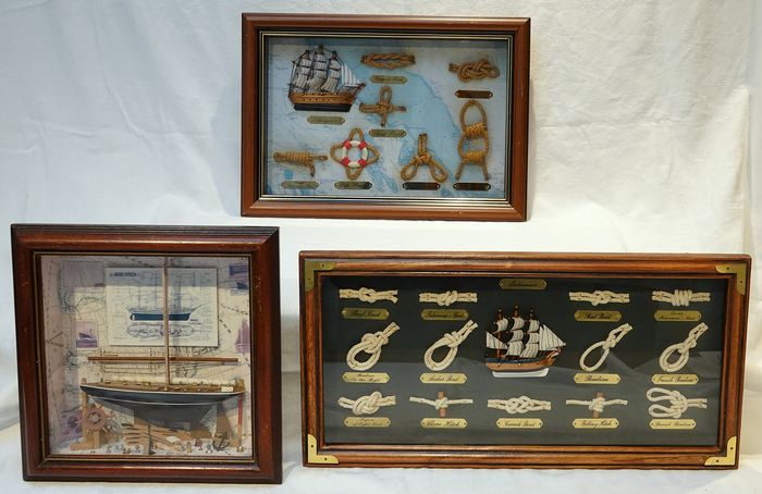 Three decorative vintage diorama showcases - Glass, Wood