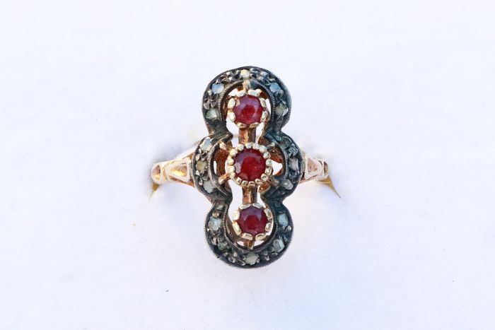 18 kt. Yellow gold - Ring - 0.60 ct Ruby - Diamonds