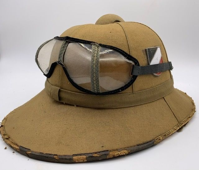 Germany - Wehrmacht tropical helmet with dust protection goggles - German Afrika Korps - 2 badges 1. model