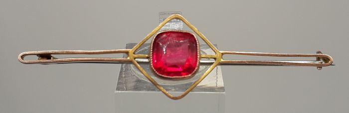 Art Deco Period Synethetic Ruby - 9K Yellow gold - Brooch