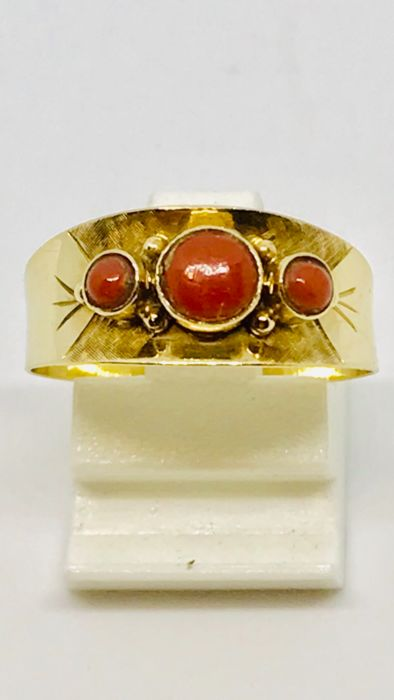"""14 kt. Gold - Vintage gold ladies ring set with natural blood corals. """"No Reserve Price"""""""