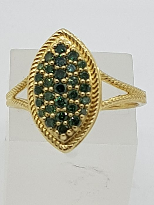 Vintage 9ct Yellow Gold & Green Diamond Marquise Ring - 9ct Yellow gold - Ring - 0.25 ct Diamond