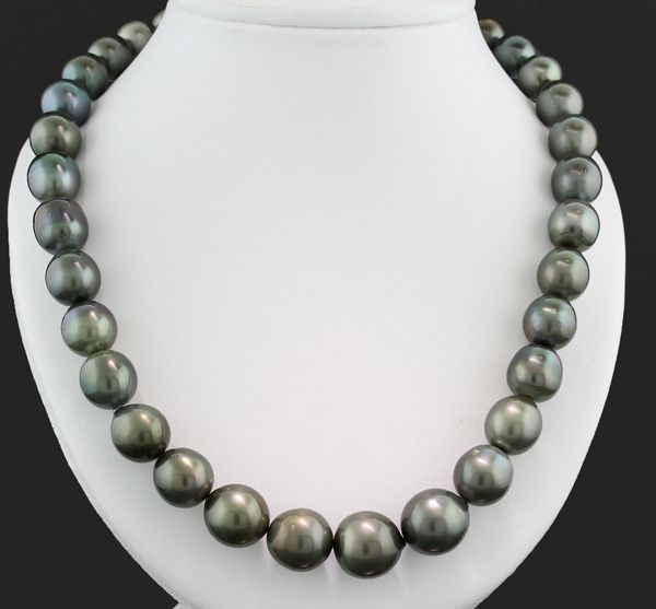- - Necklace 33 Tahitian pearls 11,0-14,1 mm anthracite gray with beautiful luster --- No reserve price