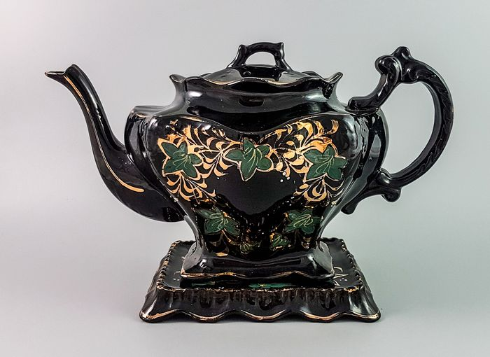 Staffordshire - Stand, Teapot (2) - Victorian - Ceramic, Earthenware, Enamel, Gilt