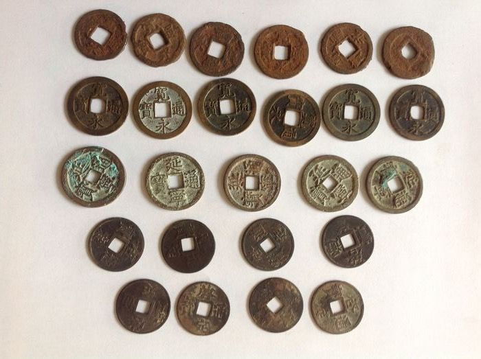 Ásia - Lot comprising 25  AE and FE cash coins - ca 11th-16th century, some Anpo-te or Anpo Styl and Rebellion