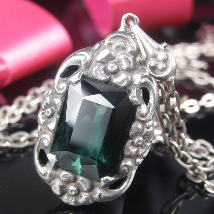 935 Silver - Necklace with pendant spinel