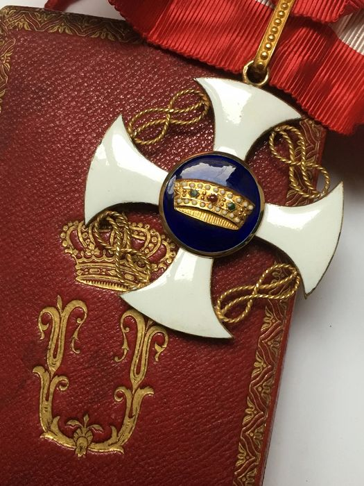 Italy - Commander's Cross of the Order of the Crown - Medal
