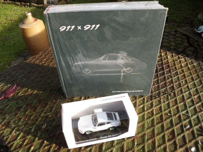 Porsche Book 911 x 911 - and Model Carrera RS 1973 - Porsche - 2013