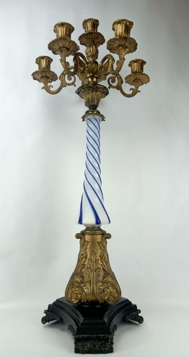 Candelabrum, Beautiful large (75 cm) gold-plated candelabrum with twisted opaline shaft - Louis XV Style - Bronze, Gilt, Glass - 19th century