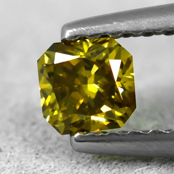 Diamond - 0.31 ct - Radiant - Natural Fancy Intense Yellow - SI1