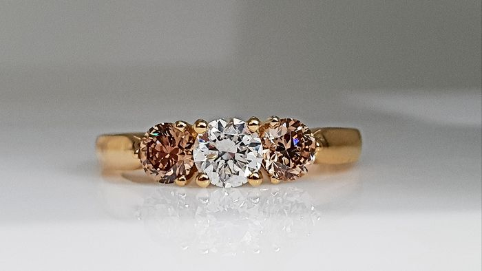 18 kt. Yellow gold - Three Stone Ring - 1.14 ct Diamond - No Reserve G/VS2