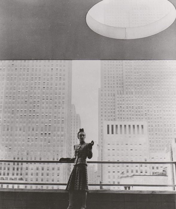 Louise Dahl-Wolfe / I.P.S. Paris - Model at the balcony of the Museum of Modern Art, NYC