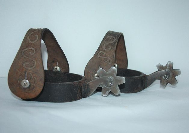 Cowboy tracks (2) - Iron (cast/wrought), Leather