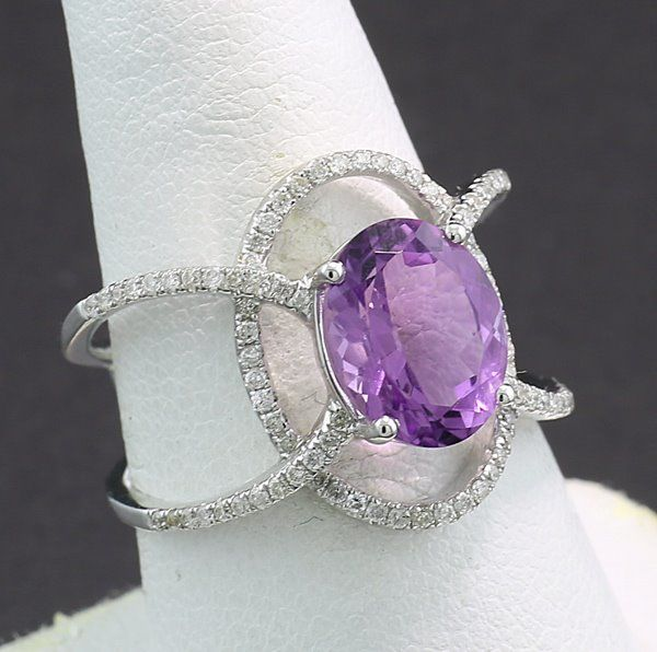 18 kt. White gold - Ring - 2.85 ct Ring of special elegance with amethyst and diamonds --- No reserve price