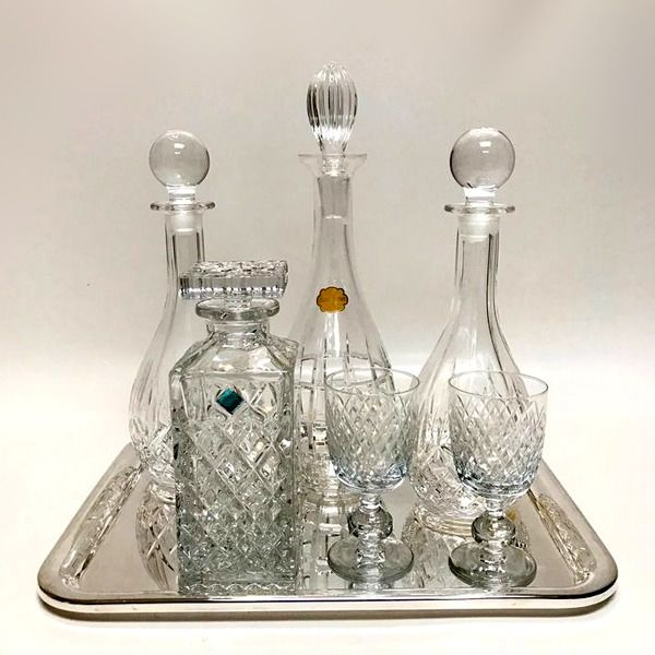 Tray, Four various decanters and two wine glasses (7)