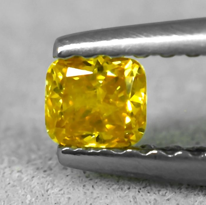 Diamond - 0.17 ct - Cushion - Natural Fancy Vivid Orangy Yellow - Si2 - NO RESERVE PRICE
