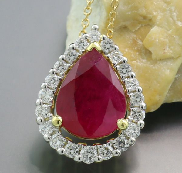 18 kt. Yellow gold - Necklace with pendant - 1.50 ct Sparkling Ruby Diamond Necklace in Drop Shape --- No reserve price