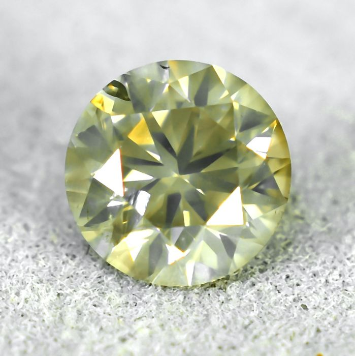 Diamond - 0.69 ct - Brilliant - Natural Fancy Light Grayish Yellow - Si2 - NO RESERVE PRICE - VG/VG/VG