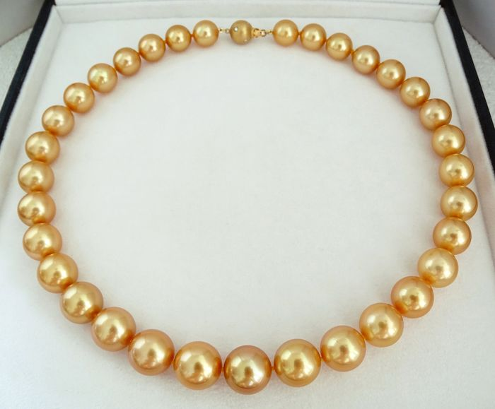FedEx DELIVERY - Golden south sea pearls, Natural 24K Golden Saturation AAA 11.39 X 13.86 mm - Necklace, 18 kt. Yellow Gold - Diamonds