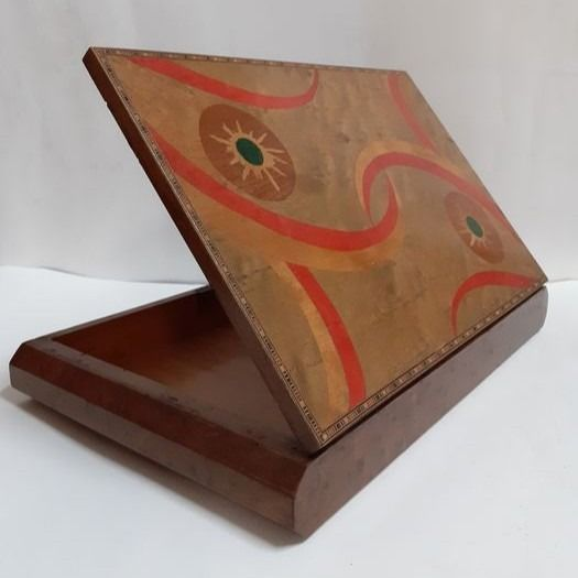 Jewellery box, with abstract carvings - Wood