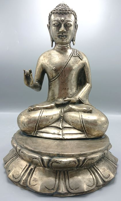 Large Seated Buddha - Silvered bronze - China - Second half 20th century