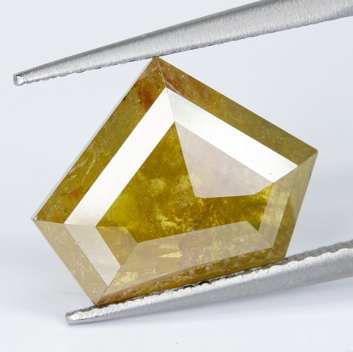 Diamond - 4.24 ct - Natural Greenish Brownish Yellow - I3  *NO RESERVE*