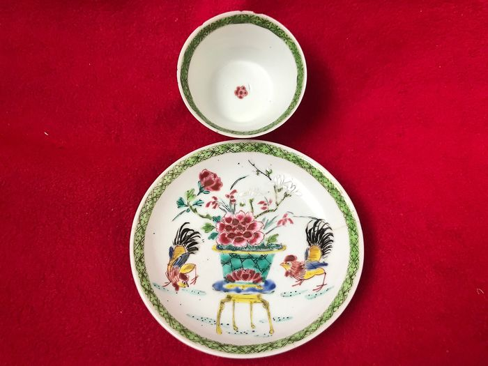 Unusual Famille rose tea bowl and saucer - Porcelain - China - Yongzheng (1723-1735)